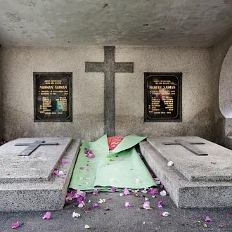 """La slum """"invisibile"""" del cimitero di Bandung"""