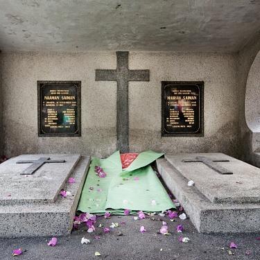 """La slum """"invisibile"""" nel cimitero di Bandung"""
