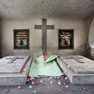 """The """"invisible"""" slum in the Bandung cemetery"""