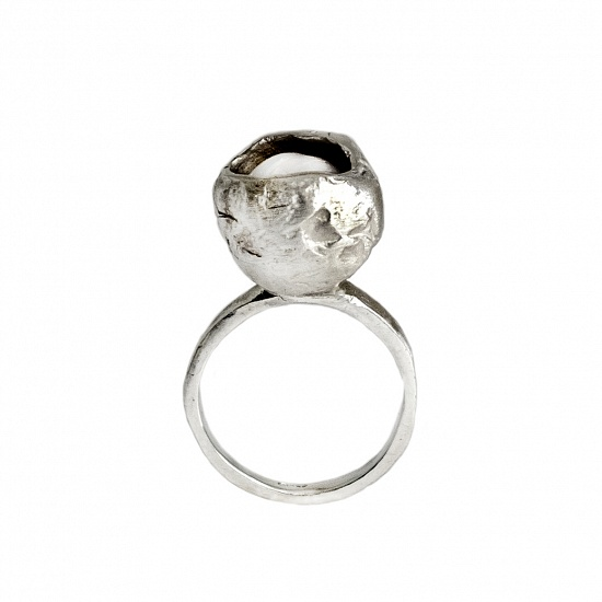 Perla Che Danza Small  - € 135   We currently have the ring pictured in a  ITA size 13-US size 6 1/2-UK size M-Diameter cm.1,70  But this ring can be adjusted or ordered to size.  DETAILS  Pearl 925 Sterling Silver High Polished Finish Nickel-free Handmade Engraved with Patrizia Casamirra Jewels Logo