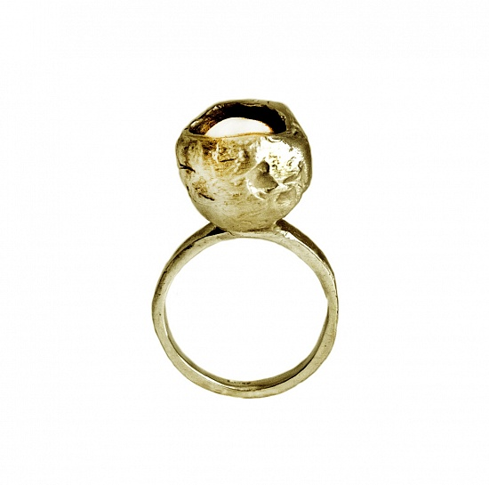 Perla che Danza Small  - € 110  In stock ready for shipment We currently have the ring pictured in stock in a ITA size 13-US size 6 1/2-UK size M-Diameter cm.1,70 But this ring can be adjusted or ordered to size.  DETAILS  Pearl Bronze High Polished Finish Nickel-free Handmade Engraved with Patrizia Casamirra Jewels Logo