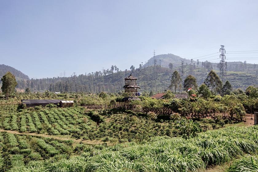 Tarumaya Village, Bandung Regency, West Jawa, Indonesia, 2019 - La base militare del settore 1, agli ordini del Col. Inget Barus, ospita le serre e i vivai dove vengono coltivate le piante che, una volta messe a dimora, potranno contrastare la deforestazione selvaggia dell'area.